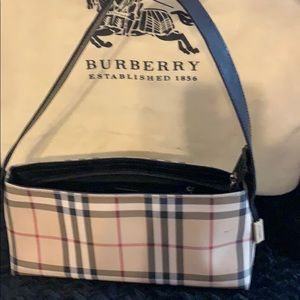 Burberry hand purse what a beauty very well kept